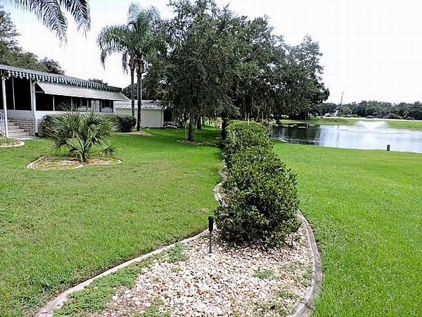 302 Willow Way, Lady Lake FL 32159